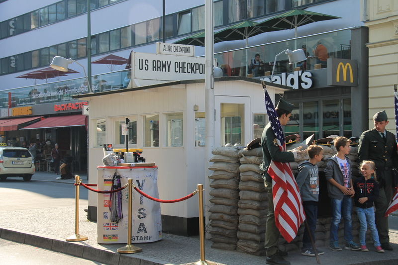 !Berlin - Checkpoint Charlie