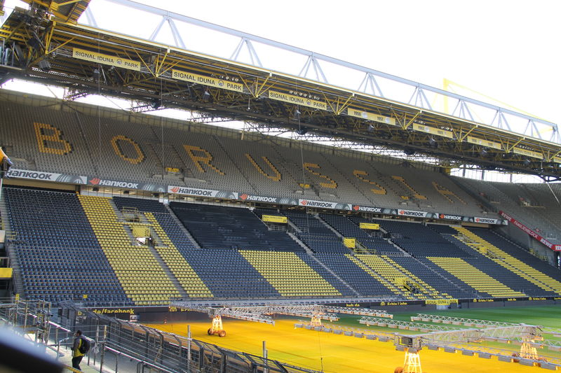 zwiedzanie stadionu borussii dortmund signal iduna park. Black Bedroom Furniture Sets. Home Design Ideas