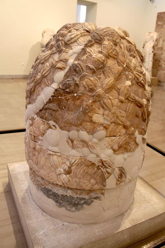 Pepek-Swiata-Muzeum-Archeologiczne-Delfy-Grecja.JPG
